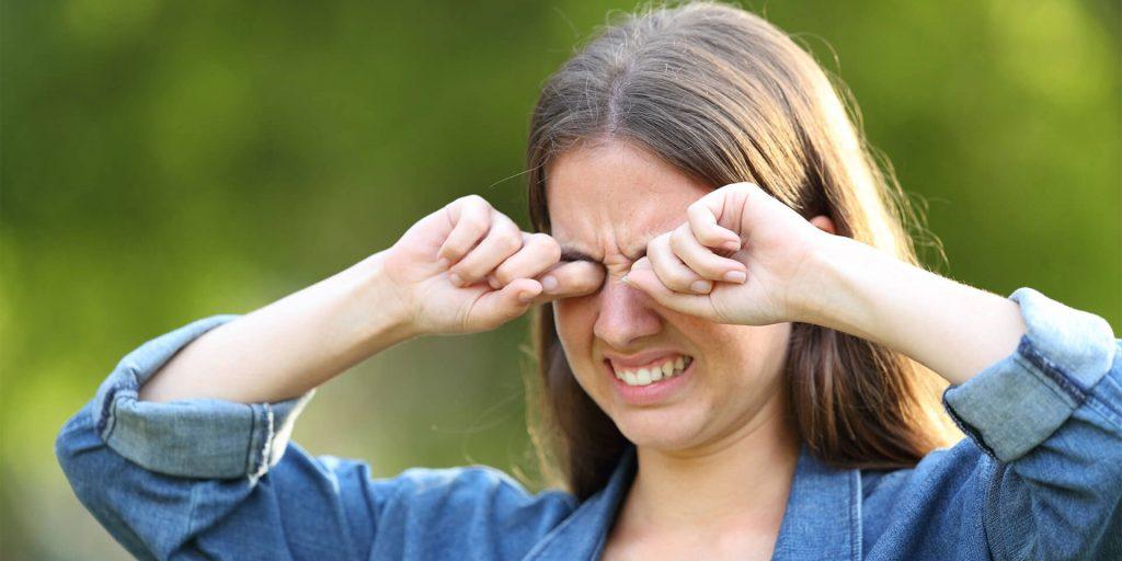 Alergia s nádchou a kontaktné šošovky spolu neladia